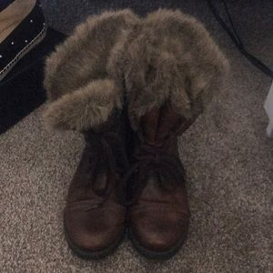 Steve madden brown lace up boots trimmed in fur